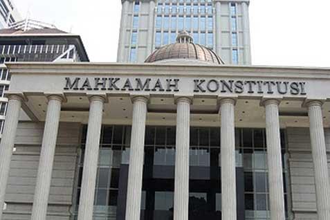 Mahkamah Konstitusi (MK) mementahkan permohonan Persatuan Jaksa Indonesia ihwal pengujian materi UU No. 2/2014 tentang Perubahan atas UU No. 30 - 2004 tentang Jabatan Notaris.
