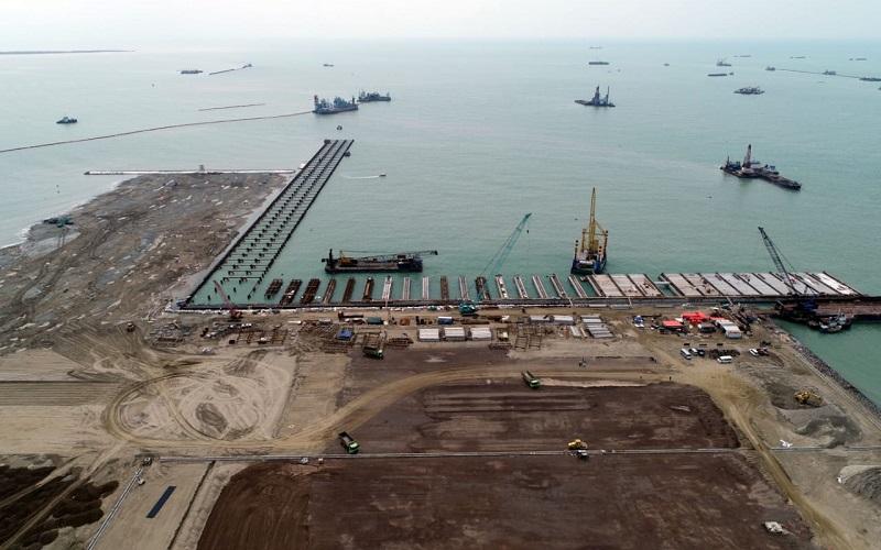 Foto udara proyek pembangunan Pelabuhan Patimban di Kabupaten Subang, Jawa Barat, Selasa (23/6). - Bisnis/Rachman