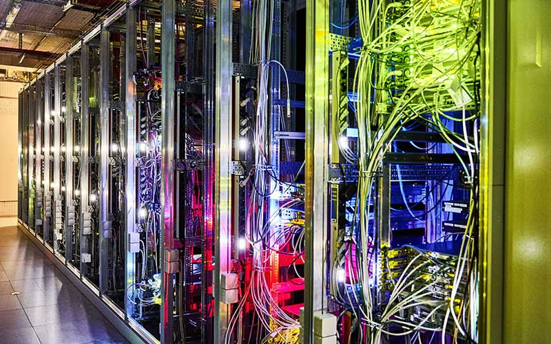 Kabel data terhubung ke server 5G di Jerman. - Bloomberg/Wolfram Schroll