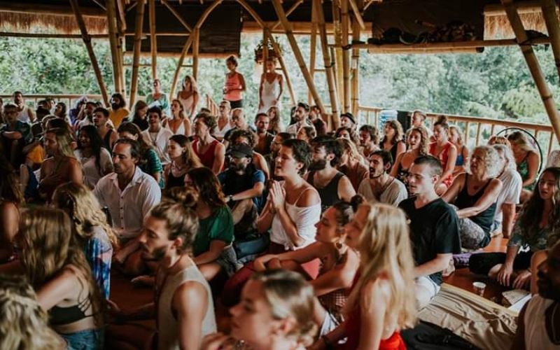yoga massal di Pendiri House of Om Community, Ubud pada saat pandemi Covid/19. Istimewa
