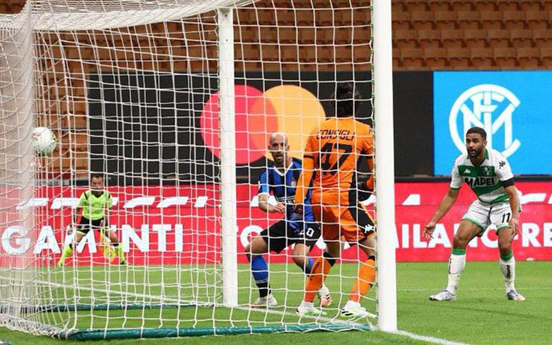 Inter Milan kebobolan di ujung pertandingan melawan Sassuolo. - Twitter@Inter_en