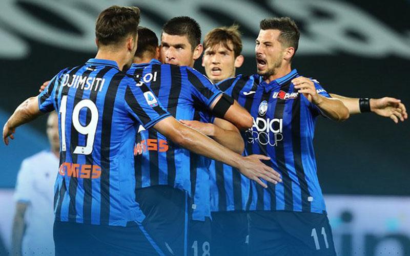 Para pemain Atalanta Bergamo merayakan kemenangan atas Lazio. - Twitter@Atalanta_BC