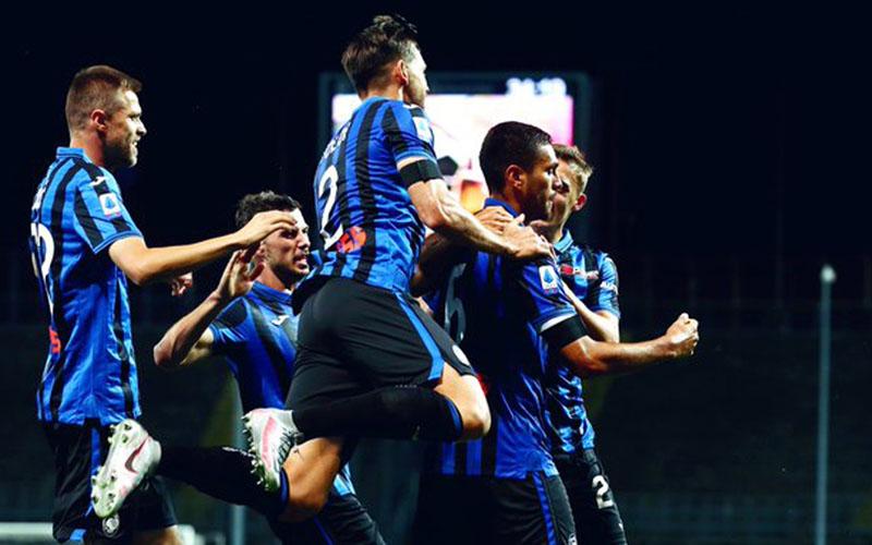 Para pemain Atalanta Bergamo merayakan gol kemenangan ke gawang Lazio. - Atalanta Twitter@Atalanta_BC