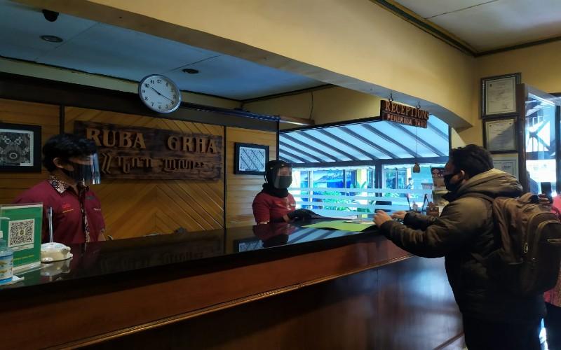 Simulasi protokol kesehatan Check In di Hotel Ruba Graha pada Rabu (24/6/2020).  - Harian Jogja/Catur Dwi Janati.