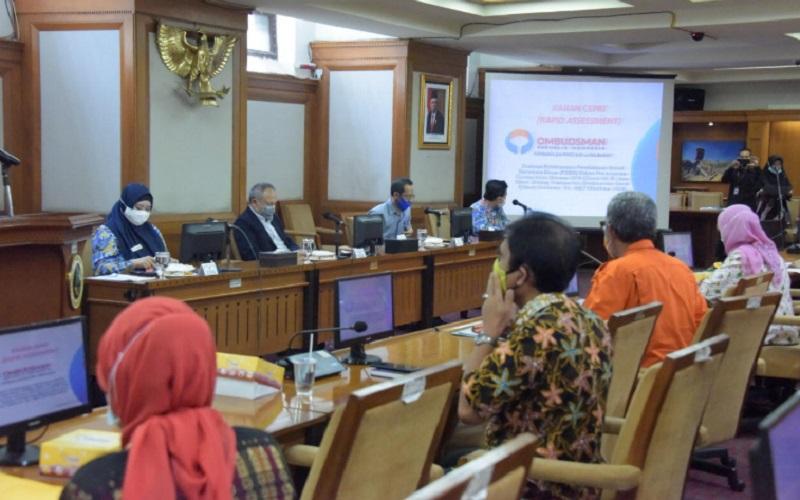 FGD Ombudsman Perwakilan Jabar terkait Evaluasi Pelaksanaan PSBB dalam Penanganan Covid-19 di Jabar Bidang Transportasi. - Bisnis/Wisnu Wage