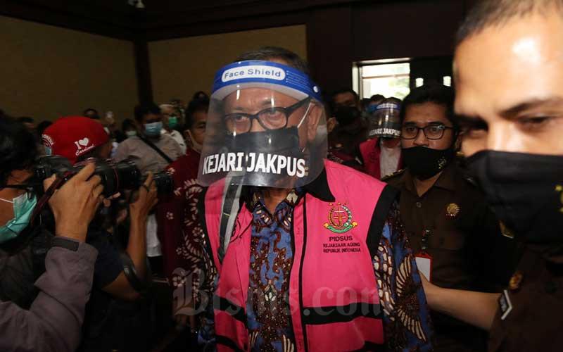 Terdakwa kasus dugaan korupsi pengelolaan dana dan penggunaan dana investasi pada PT Asuransi Jiwasraya (Persero) yang juga Direktur Utama PT Hanson Internasional Tbk. Benny Tjokrosaputro saat menjalani sidang perdana di Pengadilan Tindak Pidana Korupsi, Jakarta, Senin (3/6/2020). Bisnis - Eusebio Chrysnamurti