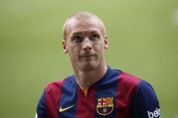Jeremy Mathieu ketika masih beseragam Barcelona. - Reuters