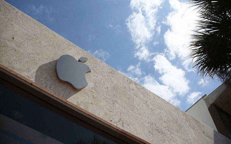 Logo Apple Inc. di salah satu tokonya di AS - Bloomberg
