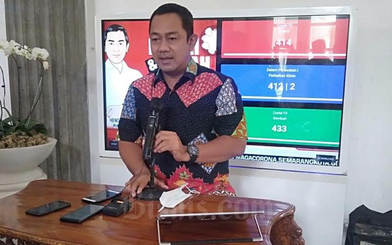 Wali Kota Semarang Hendrar Prihadi yang juga Ketua DPC PDI Perjuangan Kota Semarang saat memberikan keterangan kepada wartawan Sabtu (20/6/2020). - Bisnis/Alif Nazzala Rizqi