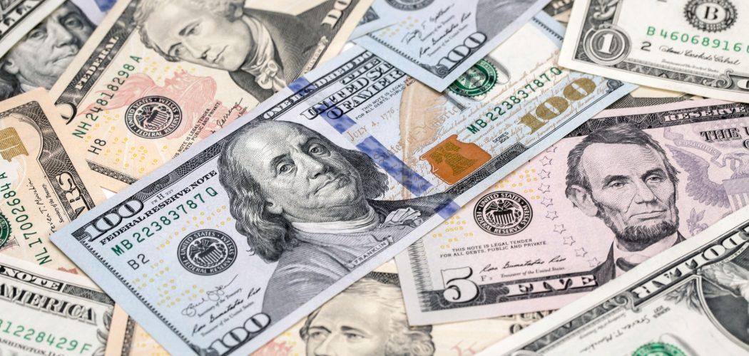 Uang kertas dolar AS. - Bloomberg/Paul Yeung