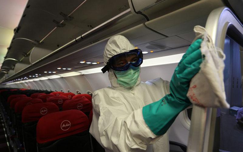 AirAsia Indonesia secara rutin melakukan disinfeksi pesawat untuk mencegah penyebaran virus Corona. - Dok. Istimewa