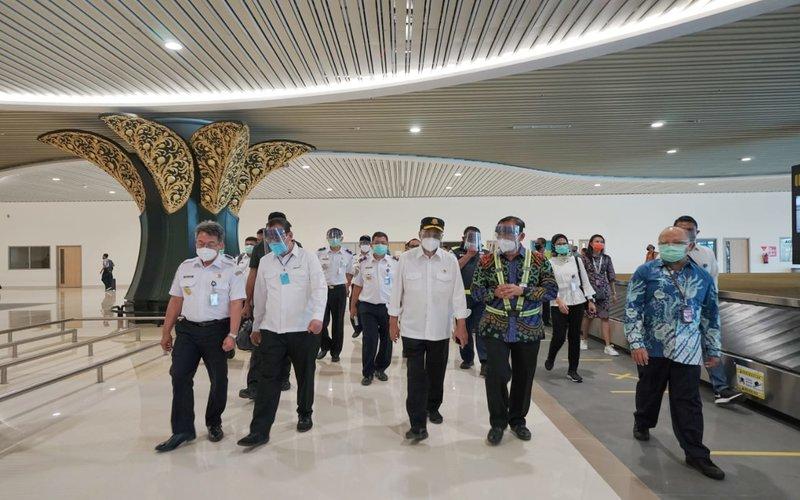 Menteri Perhubungan Budi Karya mengunjungi Bandara Internasional Yogyakarta