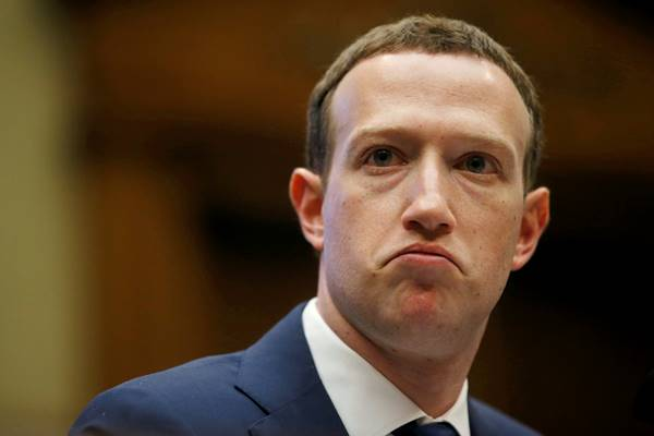 CEO Facebook Mark Zuckerberg bersaksi di depan sidang Komite Energi dan Perdagangan DPR AS mengenai penggunaan dan perlindungan data pengguna Facebook, di Capitol Hill di Washington, 11 April 2018. - Reuters