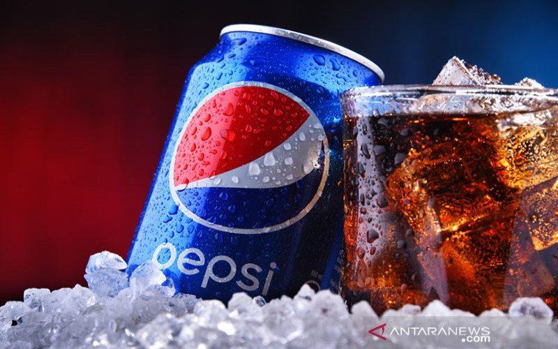 Sebuah kaleng dan segelas Pepsi, minuman ringan berkarbonasi yang diproduksi dan diproduksi oleh PepsiCo.  - ANTARA