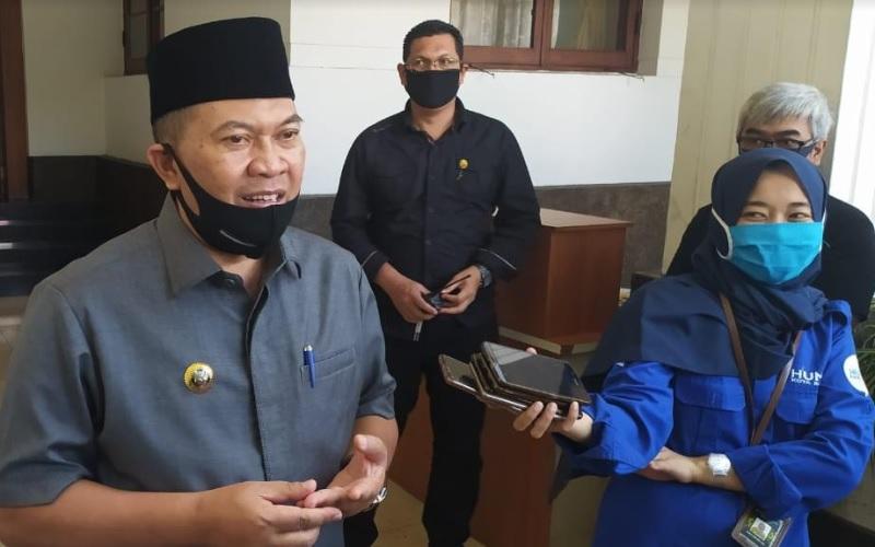 Ketua TIm Gugus Tugas Covid-19 Kota Bandung, Oded M Danial (kiri) - Bisnis/Dea Andriyawan