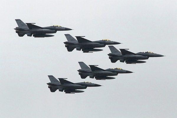 Ilustrasi - Pesawat jet tempur F-16 - Reuters