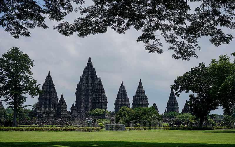 Suasana Taman Wisata Candi Prambanan di Sleman, DI Yogyakarta, Jumat (20/3/2020). - Antara/Hendra Nurdiyansyah