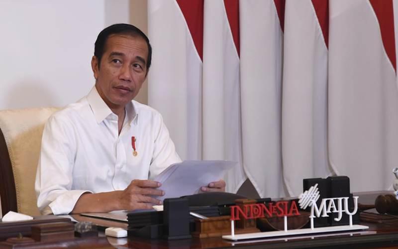 Presiden Jokowi saat memberikan keterangan resmi melalui unggahan video di akun Sekretariat Presiden mengenai Pembatasan Sosial Berskala Besar (PSBB), Kamis (7/5/2020). - Biro Pers Media Istana