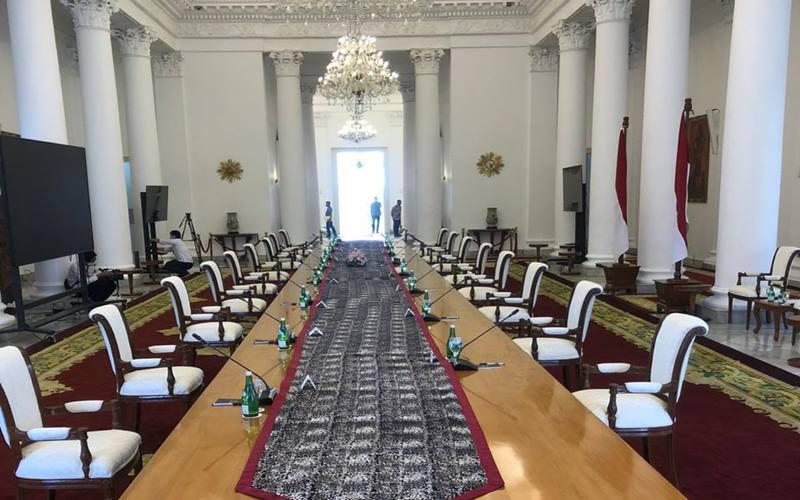 PresidenJokowi kembali menggelar rapat terbatas bersama menterinya secara tatap muka. Rapat terbatas yang digelar Senin (8/6/2020) di Istana Bogor merupakan rapat tatap muka perdana sejak penerapan pembatasan sosial berskala besar (PSBB) di Jakarta. - Istimewa