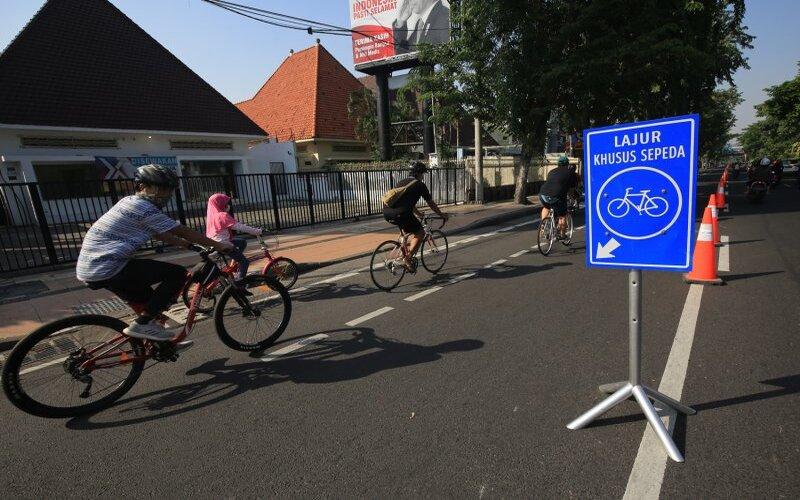 Lajur khusus sepeda di Jalan Raya Darmo, Kota Surabaya. - Antara/Humas Pemkot Surabaya