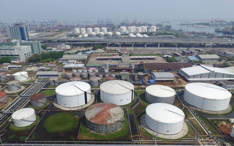 Kilang Pertamina di Tanjung Priok - Bloomberg / Dimas Ardian