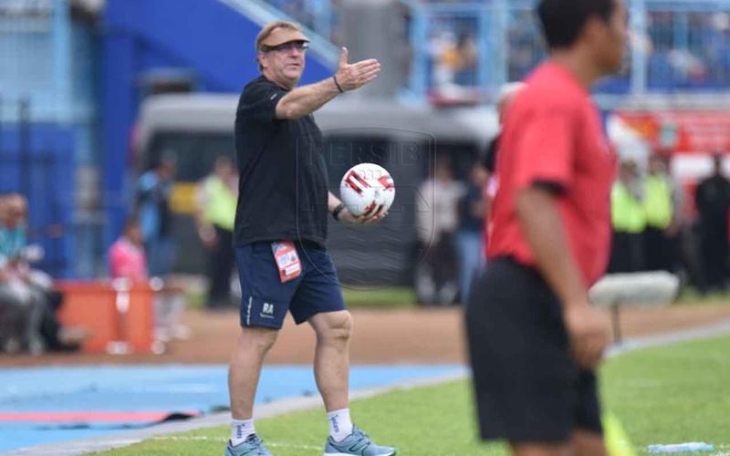 Pelatih Persib Robert Alberts - Persib