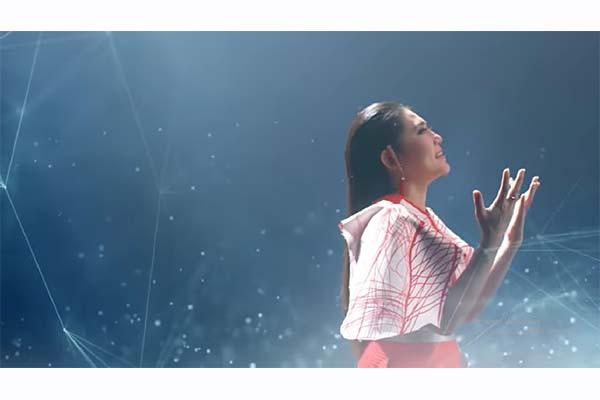 Via Vallen dalam video klip lagu tema Asian Games 2018, Meraih Bintang. (Youtube - 18th Asian Games 2018)