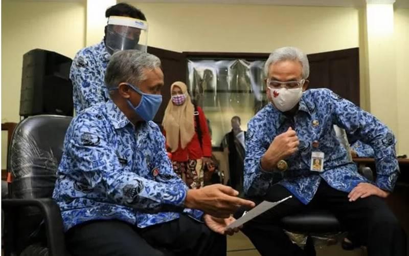 Gubernur Jawa Tengah Ganjar Pranowo saat mendatangi kantor Disdikbud Jateng. - Antara