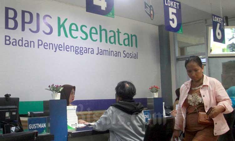 Masyarakat melakukan proses administrasi kepesertaan BPJS Kesehatan di Makassar, Sulawesi Selatan, Selasa (10/2/2020). Bisnis - Paulus Tandi Bone