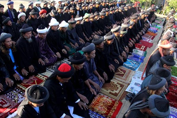 Ribuan umat Islam memadati Masjid Al Azhar, Kebayoran Baru, Jakarta Selatan, untuk mengikuti salat Iduladha 1438 Hijriah, Jumat (1/9 - 2017).