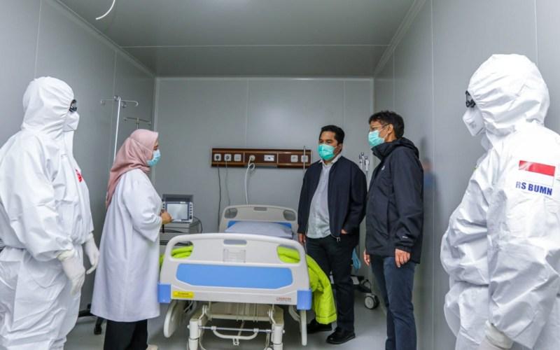 Menteri BUMN Erick Thohir memeriksa penyelesaian Rumah Sakit Pertamina Jaya dan persiapan Lab untuk Covid-19, Senin (6/4 - 2020). Istimewa.\n