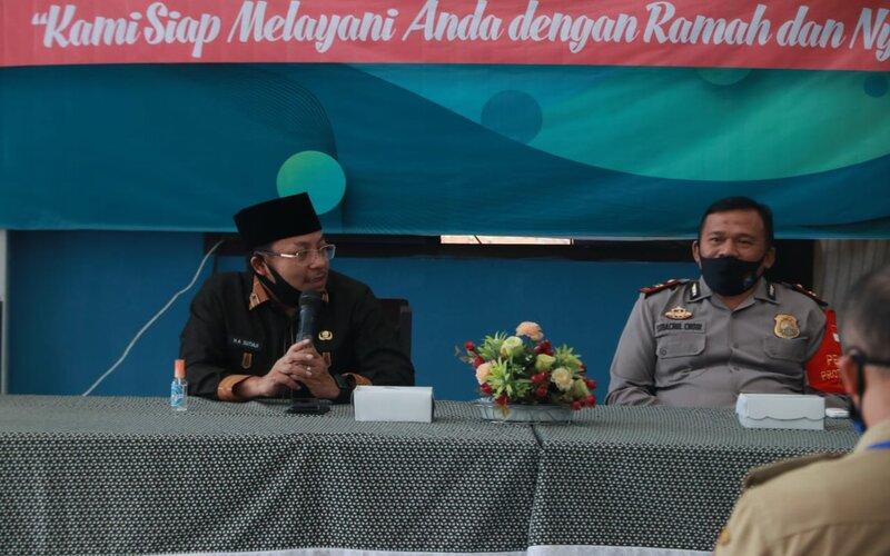 Wali Kota Malang Sutiaji (kiri) saat monitoring penguatan tim tracing wilayah kerja Puskesmas Cisadea Kecamatan Blimbing, Selasa (30/6/2020). - Istimewa