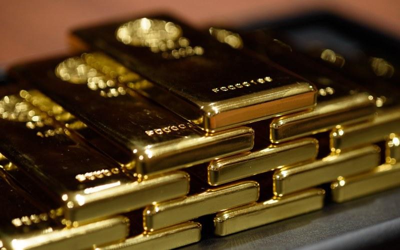 Tumpukan emas batangan. - Bloomberg