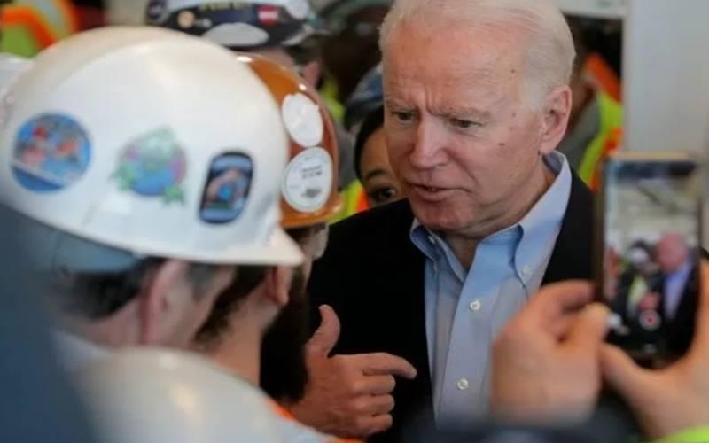 Mantan Wakil Presiden AS Joe Biden, yang mencalonkan diri pada pemilihan presiden tahun ini mewakili Partai Demokrat, berkampanye di pabrik perakitan Mack FCA (Fiat Chrysler Automobiles) di Detroit, Michigan, Amerika Serikat, Selasa (10/3/2020). - Antara/Reuters