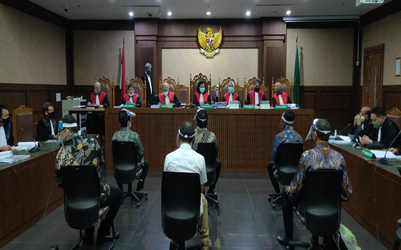 Sidang dugaan korupsi di PT Asuransi Jiwasraya, Rabu (3/6/2020), menghadirkan enam orang terdakwa di antaranya Hendrisman Rahim. - Istimewa\n