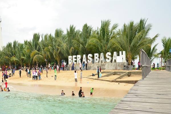Pulau Beras Basah di Kalimantan Timur - twisata.com