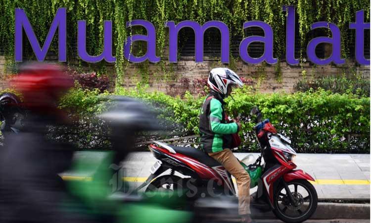 Pengendara melintas di depan logo Bank Muamalat di Jakarta, Kamis (5/3/2020). Bisnis - Abdurachman