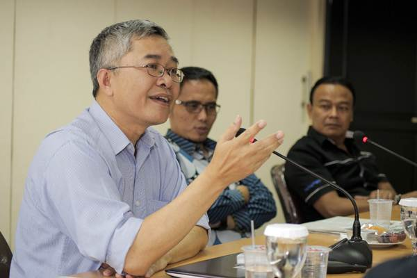 Direktur Riset Center of Reform on Economics (Core) Indonesia Pieter Abdullah Redjalam saat berkunjung ke kantor Bisnis Indonesia, di Jakarta, Rabu (10/1). - JIBI/Felix Jody Kinarwan