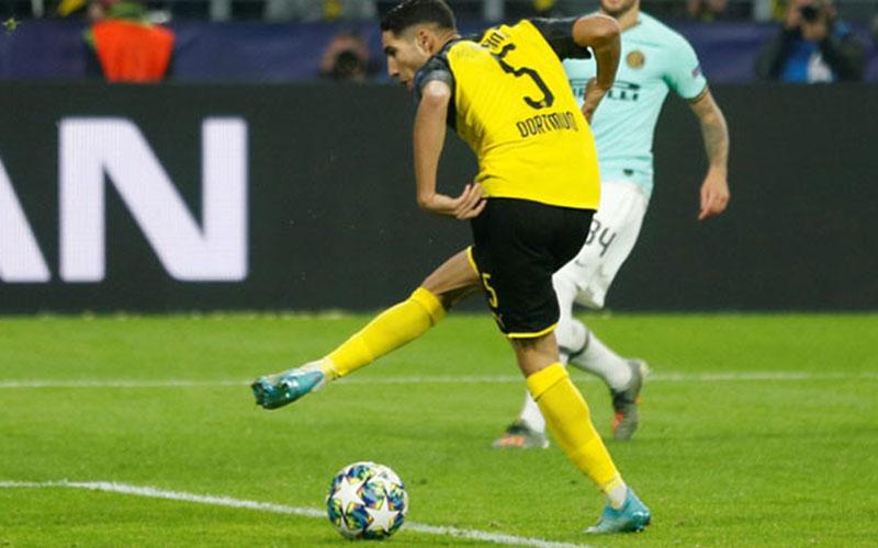 Achraf Hakimi saat berseragam Borussia Dortmund. - Reuters