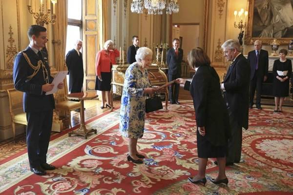 Ratu Inggris Elizabeth. - REUTERS