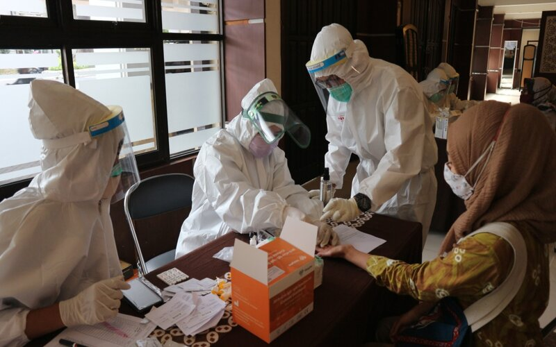 Pengawas UTBK menjalani rapid test di Gedung Samanta Krida UB, Jumat (3/7/2020). - Istimewa
