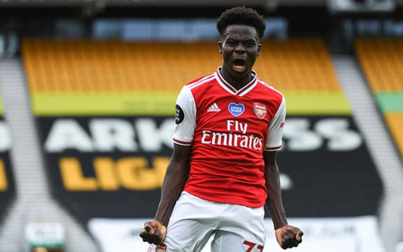 Bek Arsenal Bukayo Saka selepas menjebol gawang Wolverhampton Wanderers. - The Guardian