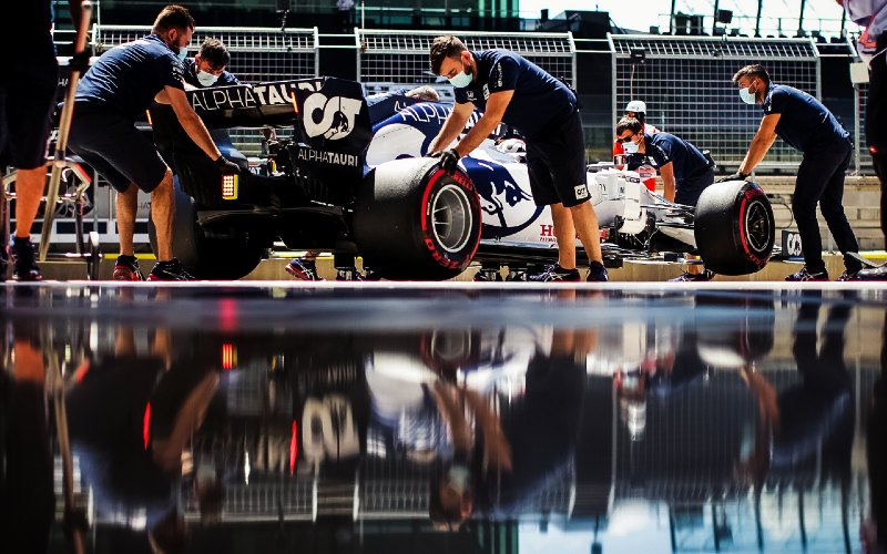 Personel Honda juga akan dibagi menjadi 2 kelompok, yakni tim Scuderia AlphaTauri serta Aston Martin Red Bull Racing. - Hondaracingf1