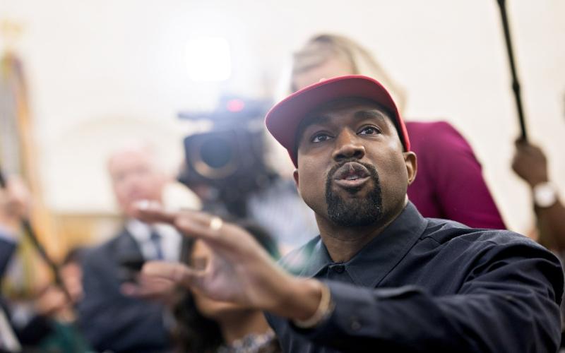 Kanye West menyatakan minatnya untuk menjadi presiden AS. Pernyataannya menduduki topik teratas di Twitter meskipun masih belum diketahui soal keseriusannya. (Bloomberg)