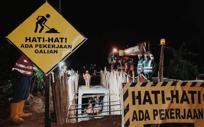 Pengerjaan jaringan transmisi bawah tanah atau Saluran Kabel Tegangan Tinggi 150 kiloVolt (SKTT 150 kV) di Kota Makassar, Sulawesi Selatan.  - dok.PLN