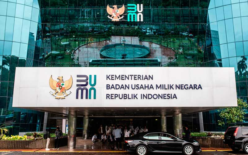 Logo baru Kementerian Badan Usaha Milik Negara (BUMN) terpasang di Gedung Kementerian BUMN, Jakarta, Kamis (2/7/2020). -  ANTARA  / Aprillio Akbar