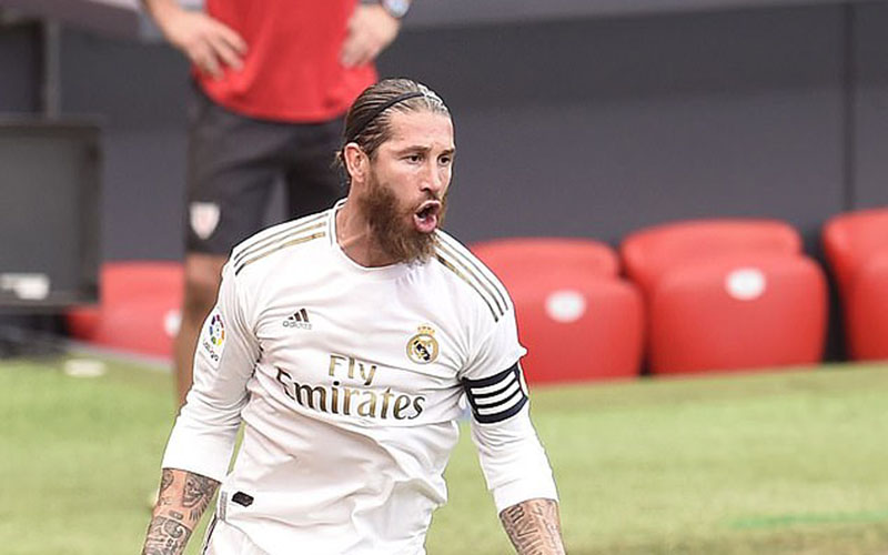 Kapten Real Madrid Sergio Ramos selepas mencetak gol dari titik penalti ke gawang Athletic Bilbao. - Daily Mail