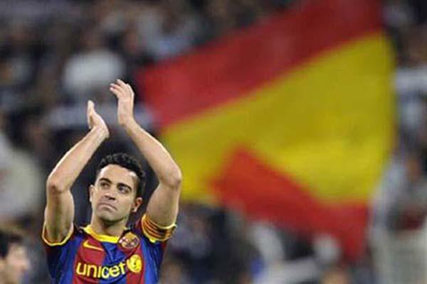 Xavi Hernandez setelah menjalani laga terakhir sebagai pemain dan kapten Barcelona pada 2015./Reuters - Felix Ordonez