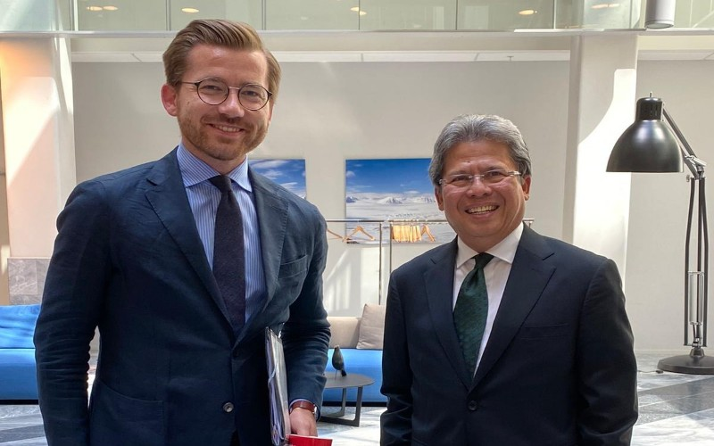 Menteri Lingkungan Hidup dan Iklim Norwegia Sveinung Rotevatn dan Dubes KBRI Oslo Todung Mulya Lubis