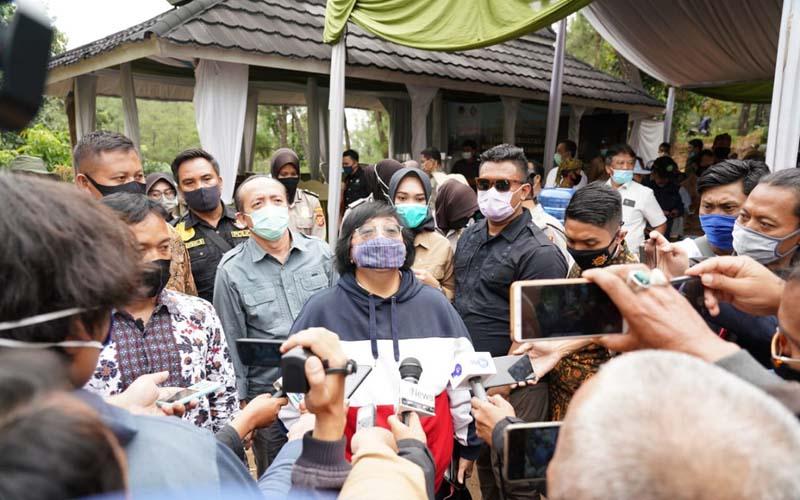 Menteri Lingkungan Hidup dan Kehutanan (LHK) Siti Nurbaya melakukan kunjungan lapangan ke Kesatuan Pengelolaan Hutan (KPH) Majalengka, Resor Pemangkuan Hutan (RPH) Pancur, Kabupaten Majalengka, Jawa Barat, Sabtu (4/7/2020). - Istimewa